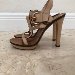 Gucci beige leather strap heels
